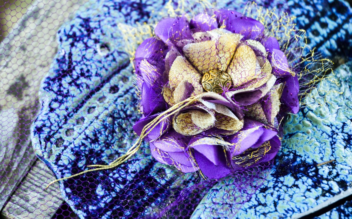 Gilded Lilly Fascinator